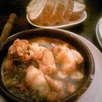 エル アロマ - 鶏もも肉のガーリックオイル煮とパン