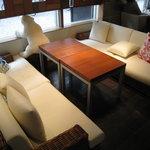 KUMA Cafe - ソファーもあります