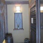 3884505 - 暖簾を入った入口にも店主のこだわりが感じられます