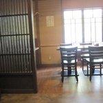 3884507 - ジャズが流れる店内はゆっくりとしたカウンターとテーブル席です。