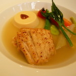38843153 - 魚料理 エイヒレのムニエルとフランス産フォアグラのフラン 冬野菜と生姜の香るソース・ポトフ