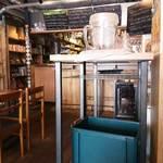 グリルマン - お冷はセルフサービスです。ピッチャーとグラスが置いてあります。