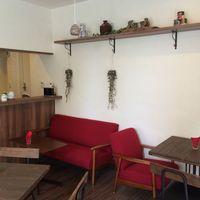 Cafe Anmar - ソファ席もあります。お子様連れ歓迎です。