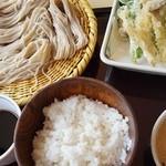 戸隠蕎麦やまざと - 天ぷらとろろそば