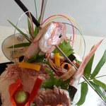 自然美庵 日本料理 悠善 - お祝い用の鯛の姿作り、ご好評いただいております。