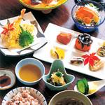 自然美庵 日本料理 悠善 - 地産地消を念頭においた旬素材メニュー