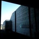 38845816 - 兵庫県立美術館。館内からテラスへ出られる。