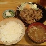 葡萄亭 - 生姜焼き定食 820円