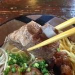そば処 竹の子 - 豚の骨付き肉