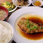 喫茶スナドケイ - 料理写真:バターしょうゆのポークソテー定食