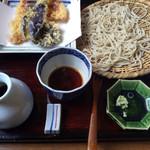 38849898 - 天然海老の天ぷら、並そば。