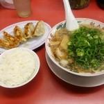 38858400 - 餃子定食950円