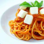 ヴォーノミイナ加藤 - トマトとバジルとモツァレラチーズのパスタ
