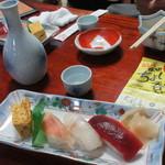 松寿司 - 料理写真:ミニ寿司セットとお通し日本酒