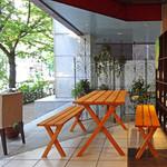 ピッツェリア・ドォーロ - テラスには2テーブル