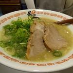 38864537 - 屋台味ラーメン(鶏ガラ豚骨醤油味)