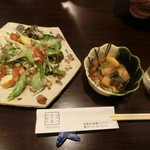 38865746 - 付き出し(右側)、・前菜 サラダ仕立て。(コース7,000円より)