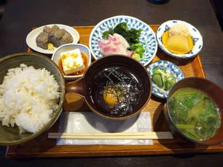 鯛樹 - 〔ランチ〕宇和島鯛飯定食(¥1100)。小鉢の鶏団子や、三つ葉の効いた味噌汁も美味しい