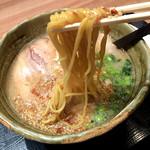 らぁめん銀波露 - 北海道とんこつ味噌。スープが結構濃厚だからよく絡んで美味しい。