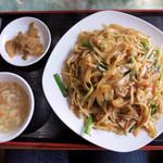 郷味屋 刀削麺 - 刀削麺焼きそば(炒刀削面) 850円