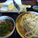 38867933 - 一番人気の肉うどんとジャンボアスパラの天ぷら