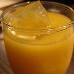 コリアンバール 一天張 - マッコリカクテルのマンゴーは甘すぎずいい感じです。