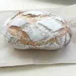 ミナトベーカリー - 「プチライ麦パン」150円税込