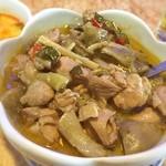 38872969 - グリーンカレー単品で、具沢山でカレースープが見えません。鶏肉と野菜のカレー煮込みといった感じですが、美味しいですよ。