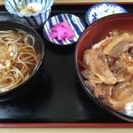 そば処 そば心 - 料理写真:豚丼、800円です。