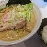 横濱家系のじ家 - 半ライスはサービス。                 27.6.10