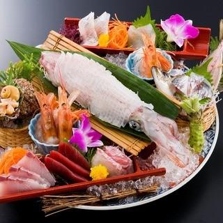 浜の漁師さん達から旬の魚を直接買い付けて店舗まで直送仕入れ!