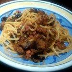 38883862 - タコのラグーとイタリア産ナス・オレガノのスパゲッティ