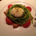 38884341 - 前菜の豚バラスモークアスパラソヴァージュ半熟卵の温製サラダε-(´∀`; )