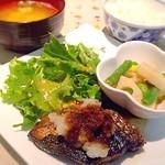 ジミーズパラダイス - 日替り定食(天然物ブリの照焼き定食)