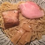 38885820 - (2015.6)つけ麺(濃厚魚介しょうゆ)(200g)                       中太ちぢれ麺は食べ応え抜群❕