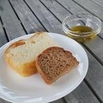 38886972 - いちじくパンとフォカッチャ