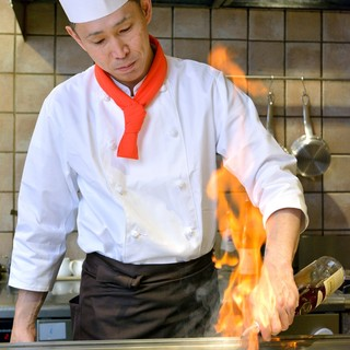 目の前で焼き上げる鉄板ステーキの醍醐味をお楽しみください!