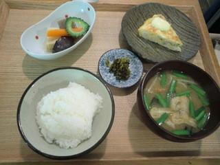 AIDA - ごはん、小鉢と味噌汁