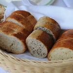 シャトー文雅 - 自家製石窯パン3種