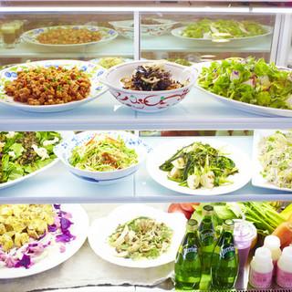 色とりどりの美味しいお惣菜をご用意しています