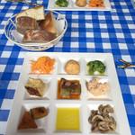 と Cous Cous - 料理写真:ランチ 前菜とパン