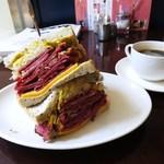 キノーズ - ニューヨークルーベンサンドイッチ、コーヒー
