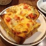 コメダ珈琲店 - たっぷり玉子のピザトースト