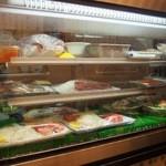 三ツ輪食堂 - 冷蔵庫から好きなものを選びましょう