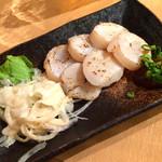 味噌キッチン - 炙り帆立の旨味噌添え 580円