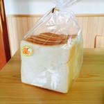 石窯パン工房 カンパーニュ - 食パン 238円(税込)