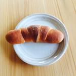 石窯パン工房 カンパーニュ - 塩パン 86円(税込)
