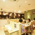 リマカフェ - オープンな店内