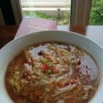 暖家 - 酸辣湯麺  暑くなってきたこの時期に、酸っぱ辛いのは身体に良いですね。