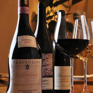 オーナーソムリエール厳選、世界のワインを月替りで楽しめます。